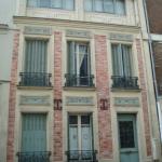Une maison rose et turquoise au 21 rue Pernety