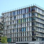 Un bâtiment moderne rue Primo Levi