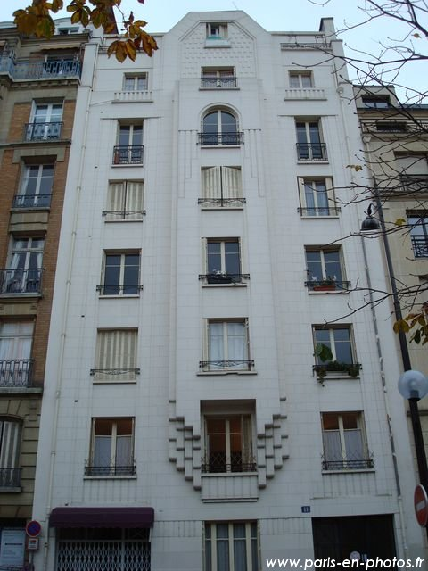 Un b timent art d co au 11 rue de l 39 annonciation paris for Art maison deco