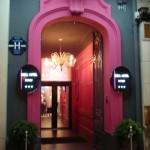Un hôtel rose au 108 boulevard Jourdan
