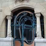 La porte du Castel Béranger, 14 rue La Fontaine