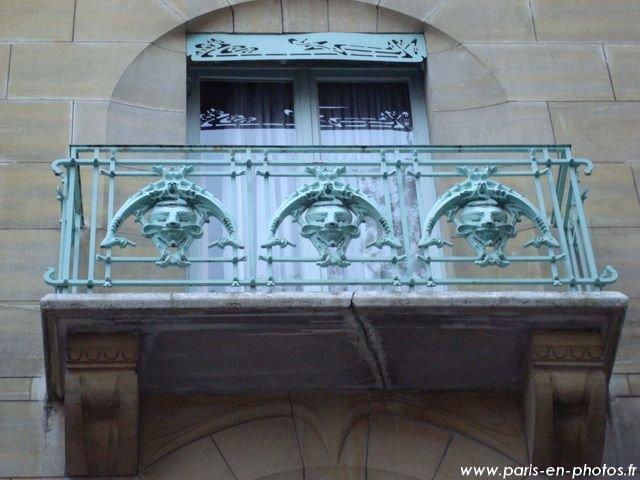 le balcon du castel b ranger 14 rue fontaine paris en photos. Black Bedroom Furniture Sets. Home Design Ideas
