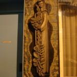 Une femme en bas-relief, au 77 rue de Wattignies