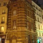 La Fontaine de la Croix du Trahoir au coin des rues Saint-Honoré et de l'Arbre sec