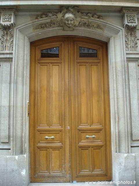 La porte du 18 rue de Chazelles