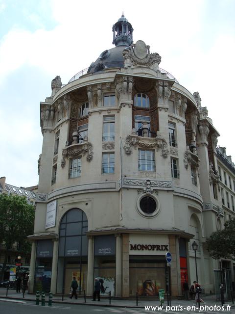 Une tour ronde au coin des rues Réaumur et Palestro