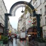 Le porche d'entrée de la rue Montorgueil