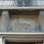 Le linteau de porte du 10 place Jean-Baptiste Clément