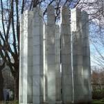 Colonnade blanche, une sculpture dans le parc de Bercy