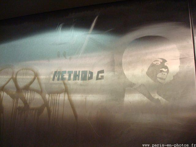graffiti afro ascenceur abbesses