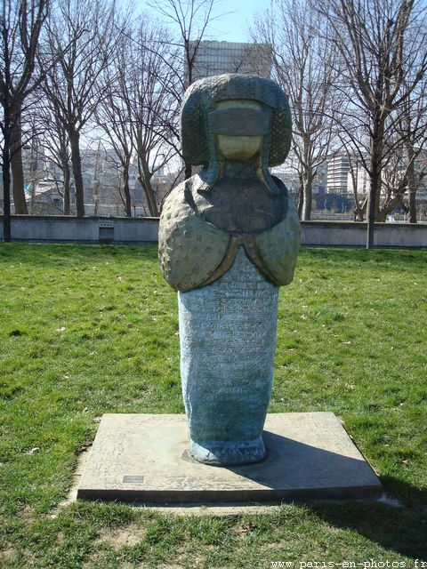 isis égyptienne sculpture bercy