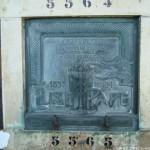 La plaque funéraire d'Elise Pape, Père Lachaise