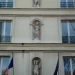 Les statuettes du 105 avenue d'Ivry