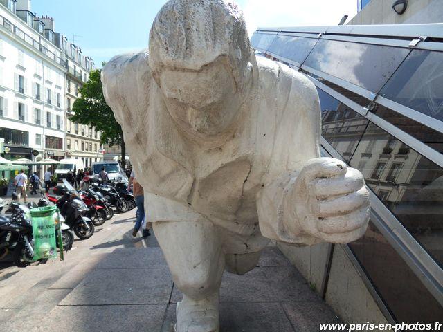 athlète sculpture halles