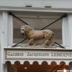 Lion rugissant sur l'île Saint-Louis