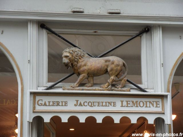 sculpture de lion 32 rue saint-louis
