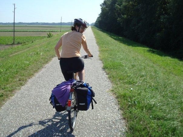 Anna à vélo