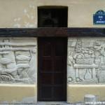 Mur sculpté, rue du Jardinet