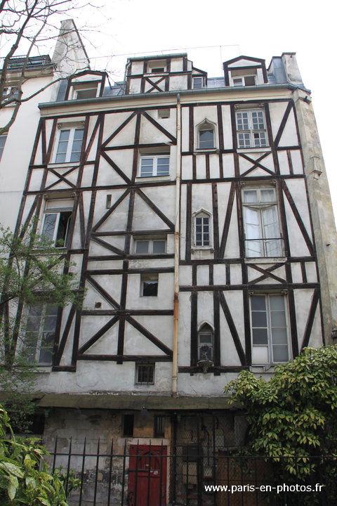 Maison colombages dans le square viviani paris en photos - Maison de la hongrie paris ...