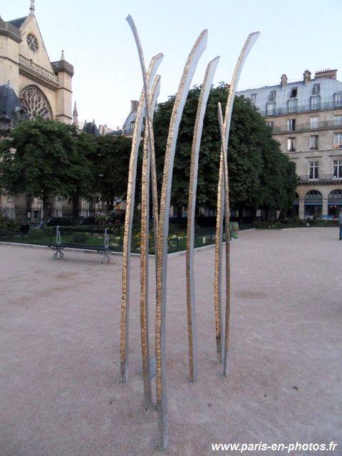 Hautes herbes, par Béatrice Guichard, place du Louvre