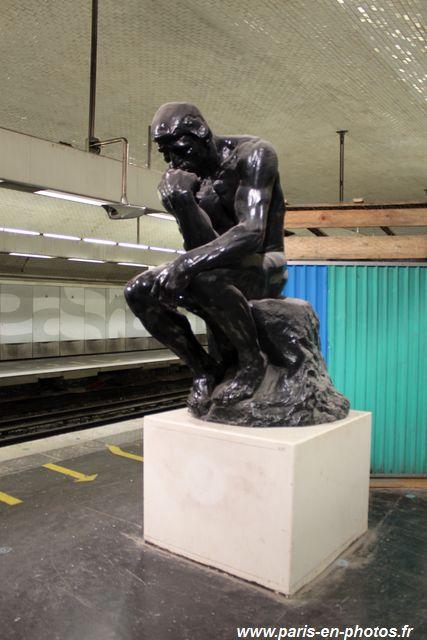 Penseur de Rodin, métro Varenne