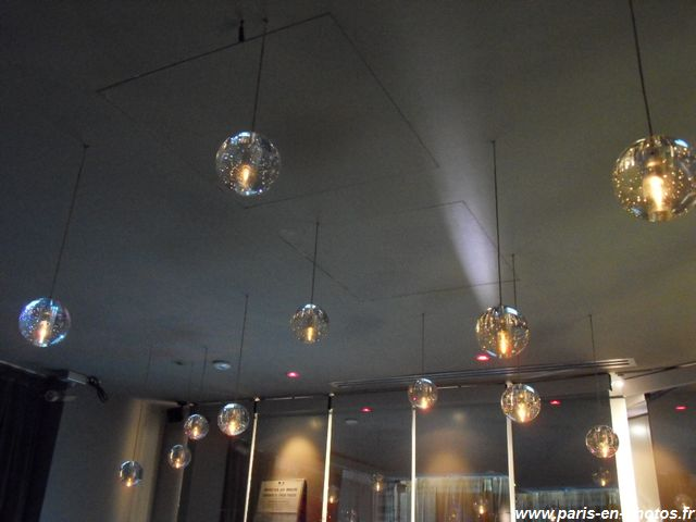 Bulles plafond bar lounge Seven Hotel