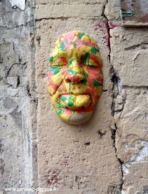 Masques Gregos près métro Abbesses