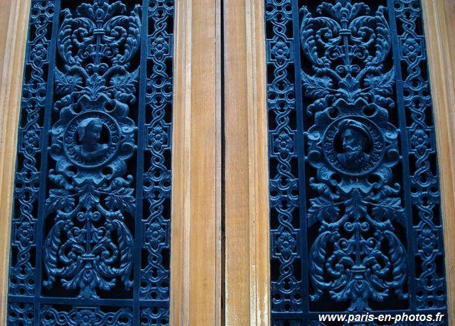 Personnages bleus porte 2e arrondissement