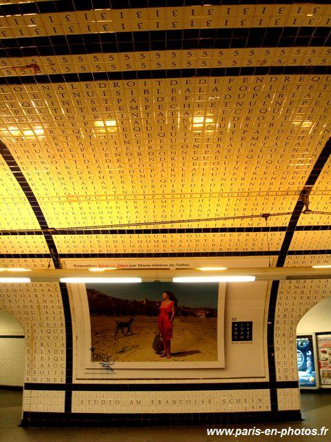 station métro concorde, mur mosaïque