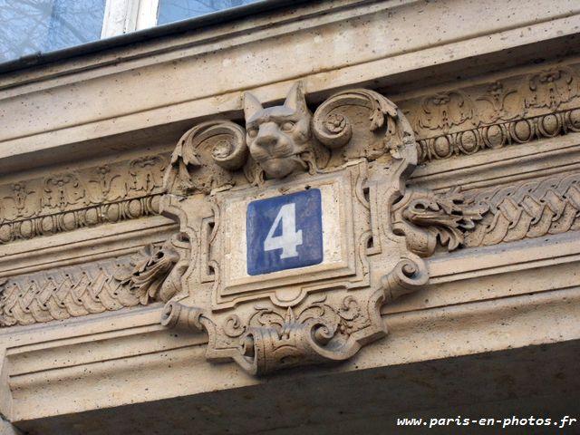 chat fronton porte boulevard saint michel
