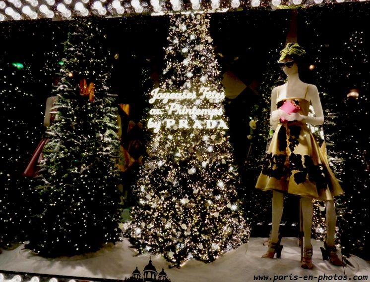 sapin de Noël vitrines Printemps