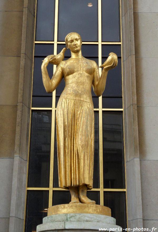 Statue en bronze doré, représentant la Jeunesse, par Alexandre Descatoire